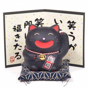 Chat porte bonheur japonais noir grand sourire