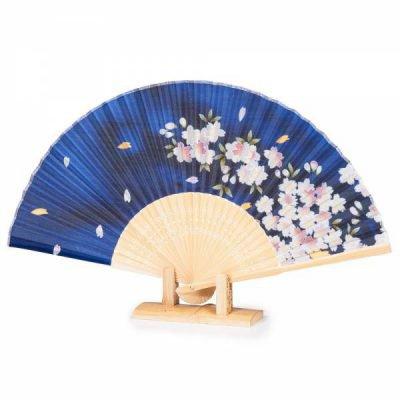 Eventail pliant japonais bleu fleurs de ceriser