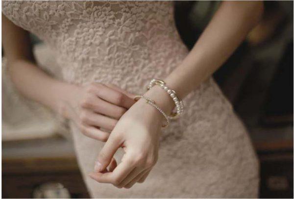 Robe courte sans manche en dentelle florale blanche