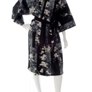 Kimono Yukata court noir motifs fleurs de cerisiers