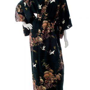 Kimono yukata noir long en soie motifs grues et chrysanthèmes