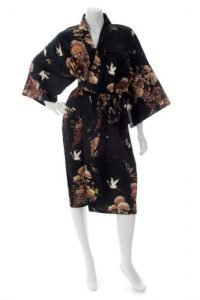 Kimono japonais noir court en soie motifs grues et chrysanthèmes