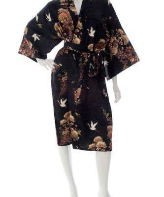 Kimono yukata noir court en soie motifs grues et chrysanthèmes