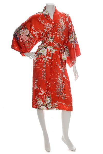 Kimono court rouge en soie imprimé floral